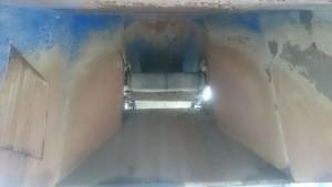 Wnętrze kosza zsypowego do prasokontenera