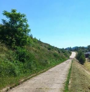 droga wzdłuż kwatery